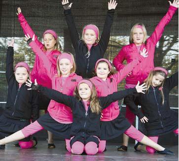 Eine tolle Bühnenshow: Die Tanzgruppen des TSC Rot-Gold Neubeckum zeigten gestern auf dem Rathausplatz ihr Können.