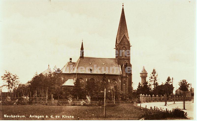 Ev. Kirche mit Wasserturm
