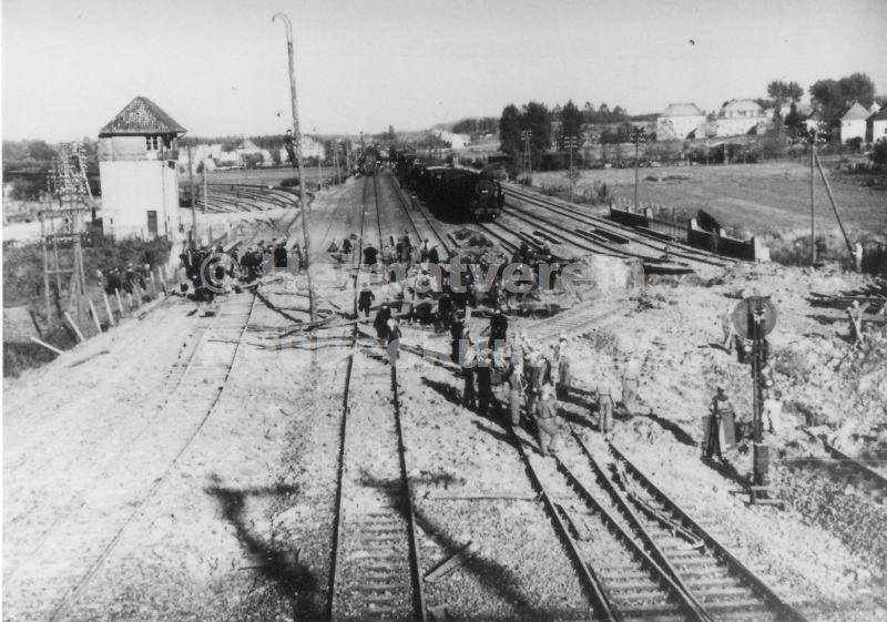 Reparatur nach Bombenangriff 1944
